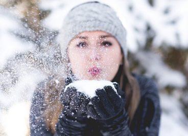 Rostro de mujer en invierno
