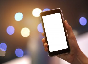 Teléfono emitiendo luz azul